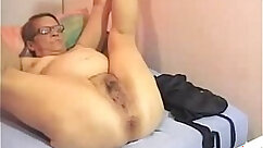 Classy mom with tits on webcam
